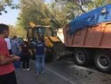 В Киеве КамАЗ без водителя протаранил три авто