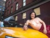 Мы с благородной целью: таксисты Нью-Йорка выпустили эротический календарь в духе французских пожарных